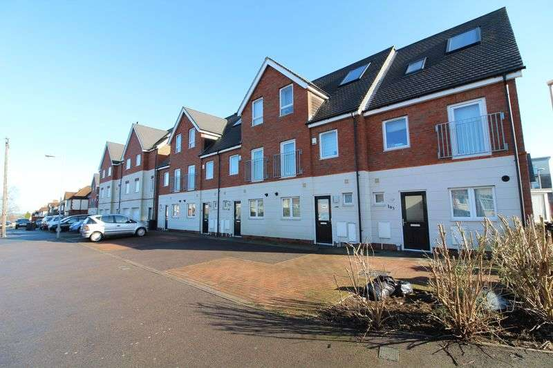 3 Bedrooms Terraced House for sale in Challney Catchemnt Town house