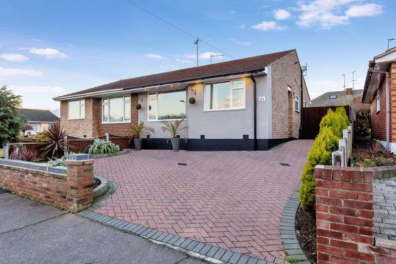 2 Bedrooms Semi Detached Bungalow for sale in Sairard Gardens, Leigh-On-Sea