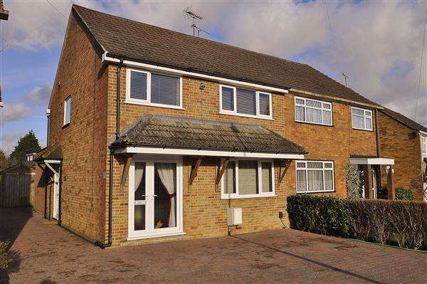 3 Bedrooms Semi Detached House for sale in Ashford TN24