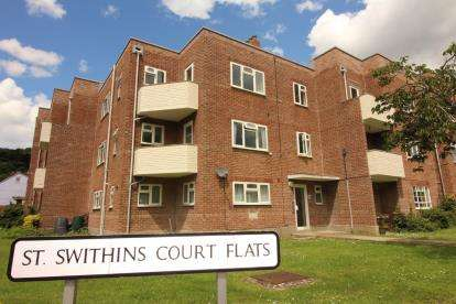 2 Bedrooms Flat for sale in St. Swithins Road, Bridport, Dorset
