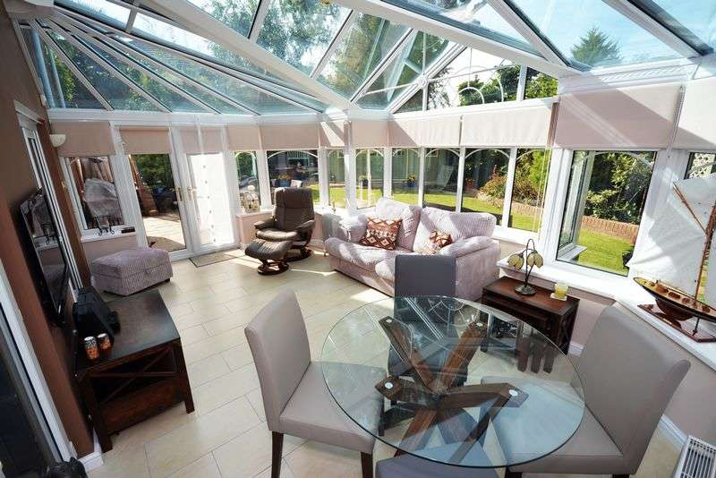 4 Bedrooms Detached House for sale in Cwrt Y Cadno, St. Fagans, Cardiff