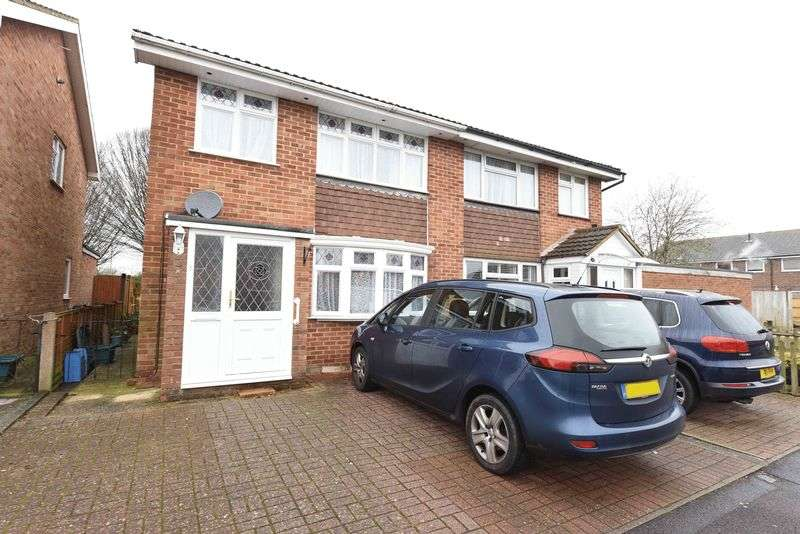 3 Bedrooms Semi Detached House for sale in Borodin Close, Basingstoke