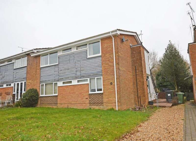 2 Bedrooms Flat for sale in Wooteys Way, Alton