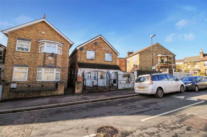 4 Bedrooms Detached House for sale in Copeland Road, Walthamstow