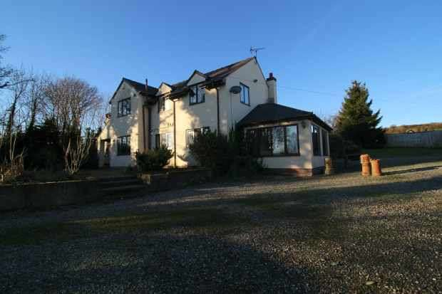 6 Bedrooms Detached House for sale in Marian, Rhyl, Clwyd, LL18 6EB