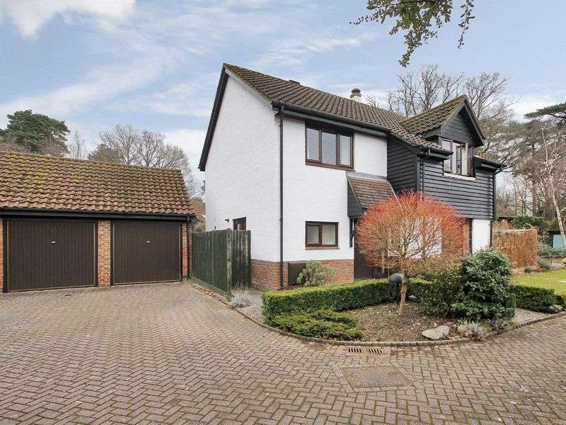 4 Bedrooms Detached House for sale in Briars Wood, Horley