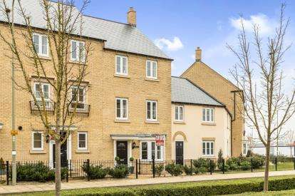 4 Bedrooms Terraced House for sale in Whitelands Way, Bicester, Oxfordshire, Oxon