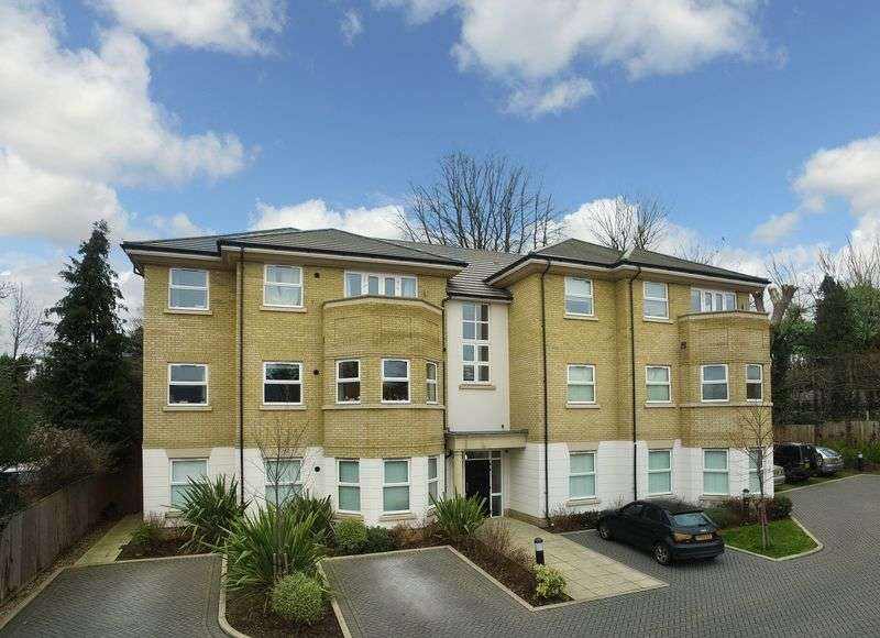 2 Bedrooms Flat for sale in Rectory Road, Rickmansworth, WD3 1GD