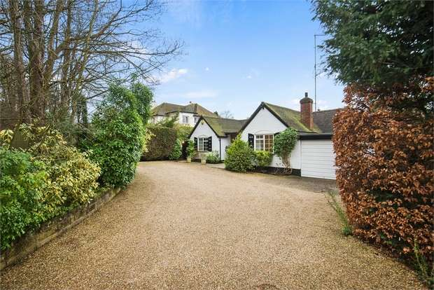 3 Bedrooms Detached Bungalow for sale in Chalk Lane, East Horsley, LEATHERHEAD, Surrey