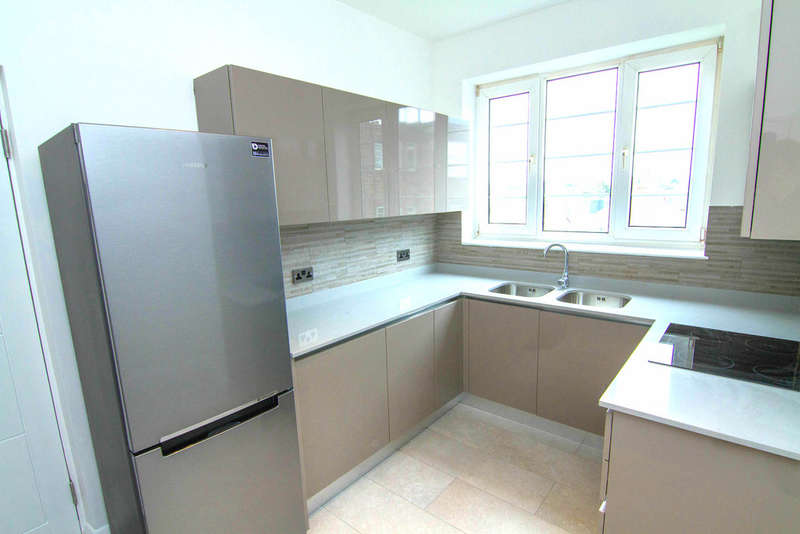 3 Bedrooms Flat for sale in WINDSOR COURT, GOLDERS GREEN ROAD, GOLDERS GREEN, LONDON, NW11