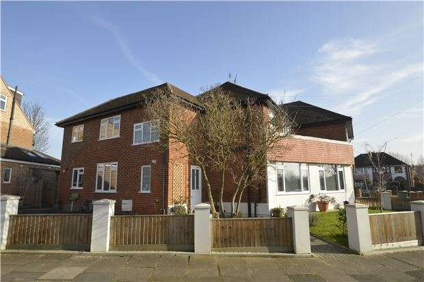 4 Bedrooms Semi Detached House for sale in Cleevemount Road, GL52 3HG