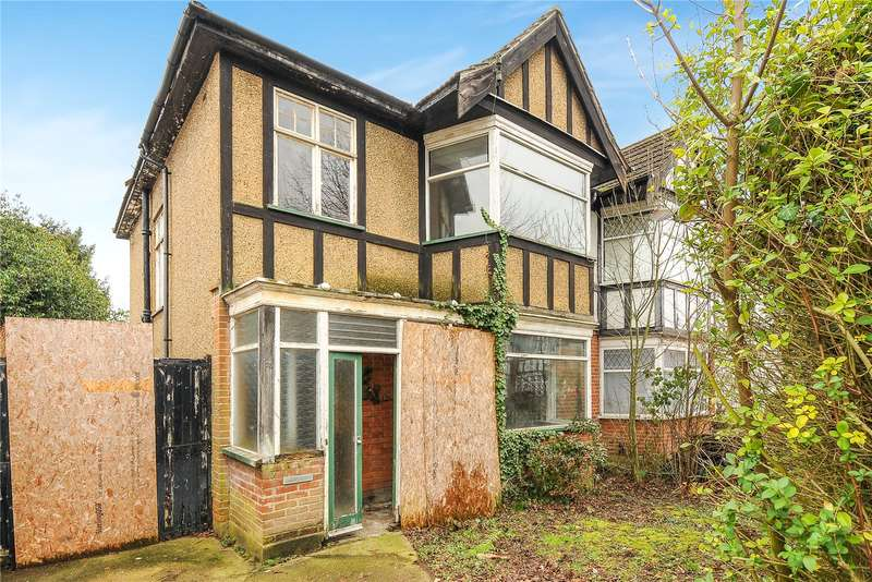 3 Bedrooms Semi Detached House for sale in Abbotsbury Gardens, Pinner, Middlesex, HA5
