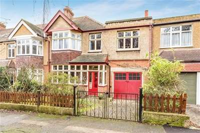 5 Bedrooms Semi Detached House for sale in Forest Drive, Woodford Green