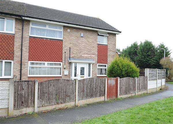 4 Bedrooms Semi Detached House for sale in 20 Falcon Drive, Irlam M44 6PH