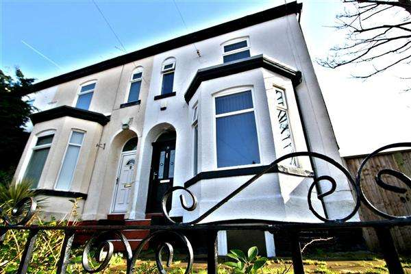3 Bedrooms Terraced House for sale in Oaklands Road, Salford