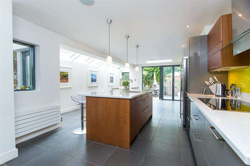 5 Bedrooms Terraced House for sale in Bovingdon Road, Peterborough Estate, Fulham Broadway, Fulham, SW6