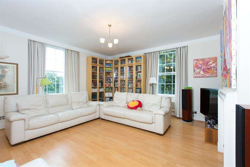 3 Bedrooms Flat for sale in North End House, Fitzjames Avenue, Brook Green, W14