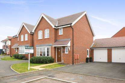 3 Bedrooms Detached House for sale in Biffin Close, Evesham, Worcestershire, .