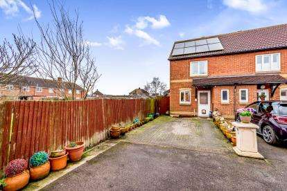 2 Bedrooms End Of Terrace House for sale in Deacon Mews, Marston Moretaine, Bedford, Bedfordshire