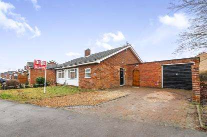 2 Bedrooms Bungalow for sale in Holme Court Avenue, Biggleswade, Bedfordshire, .