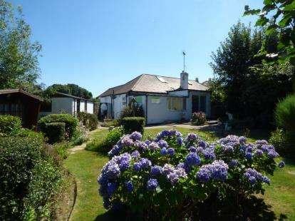 2 Bedrooms Bungalow for sale in Leigh-on-Sea, Essex