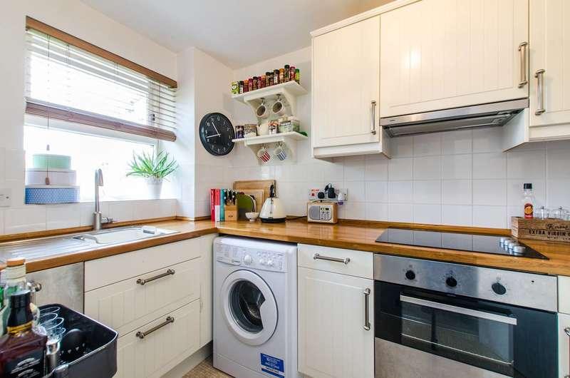 1 Bedroom Flat for sale in Massingberd Way, Tooting Bec, SW17