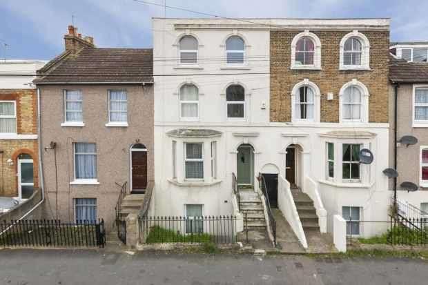 2 Bedrooms Apartment Flat for sale in Brandon Street, Gravesend, Kent, DA11 0PL