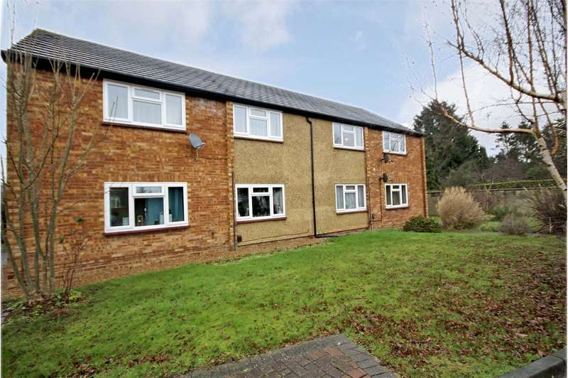 2 Bedrooms Apartment Flat for sale in Horsell Court, Stepgates, Chertsey, Surrey, KT16