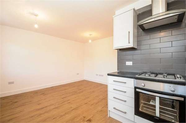 2 Bedrooms Flat for sale in Station Road, Harrow, Middlesex