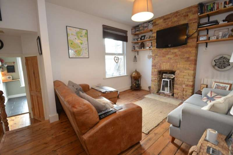 2 Bedrooms Flat for sale in Waldegrave Road, Teddington, TW11