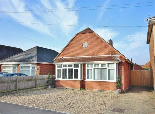 3 Bedrooms Detached Bungalow for sale in Stanley Green Road, Oakdale, POOLE, Dorset