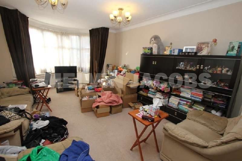 3 Bedrooms Detached House for sale in Green Lane, Edgware, Greater London. HA8 8EJ