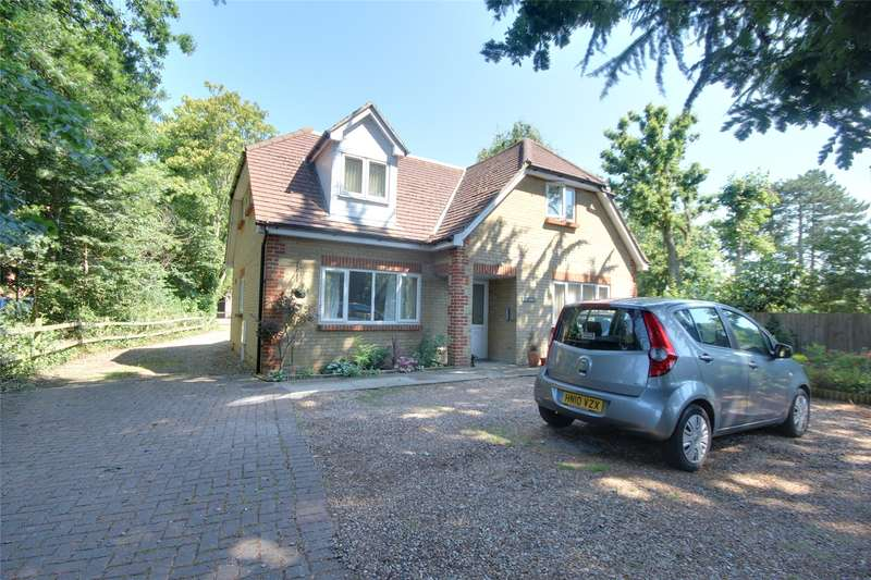 1 Bedroom Apartment Flat for sale in The Lodge, Guildford Road, Chertsey, Surrey, KT16