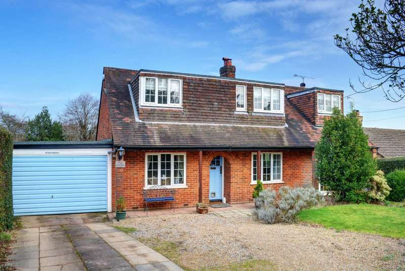 4 Bedrooms Detached House for sale in Cadmore End