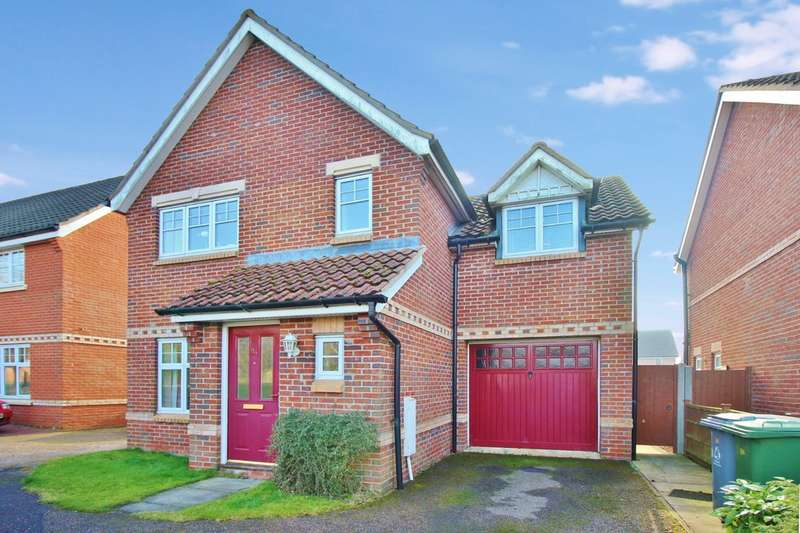 3 Bedrooms Detached House for sale in Lodge Farm Drive, Norwich
