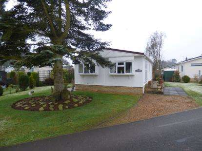 2 Bedrooms Mobile Home for sale in Pine Crescent, Sywell, Northampton, Northamptonshire