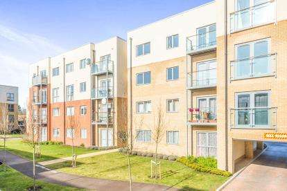 2 Bedrooms Flat for sale in Crambus Court, Admiral Drive, Stevenage, Hertfordshire