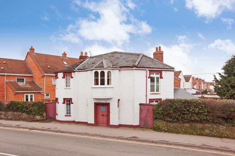 4 Bedrooms Detached House for sale in Taunton Road