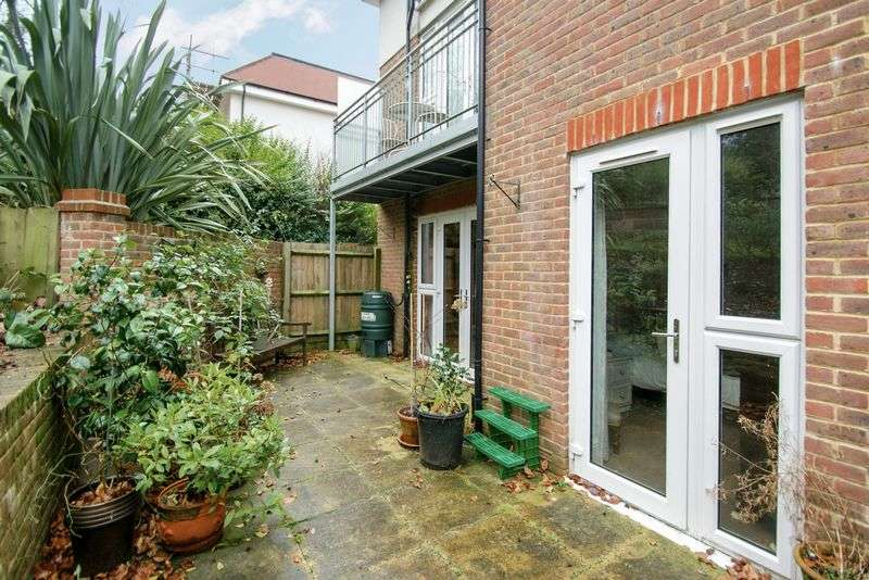 2 Bedrooms Flat for sale in Russell Hill, Purley