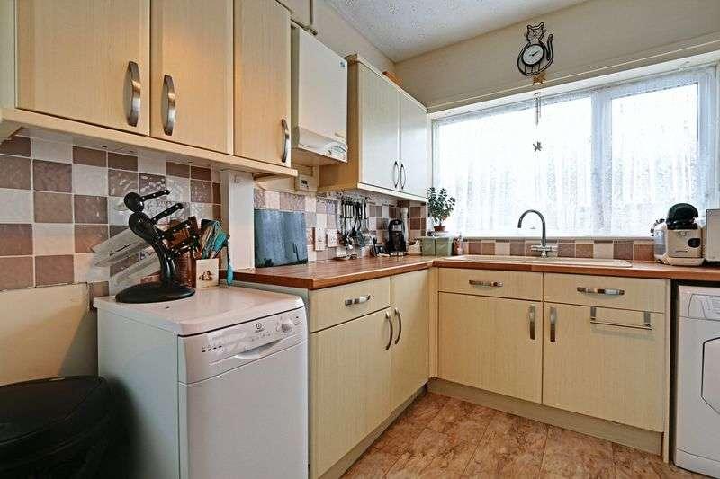 2 Bedrooms Semi Detached Bungalow for sale in Sancton Close, Cottingham