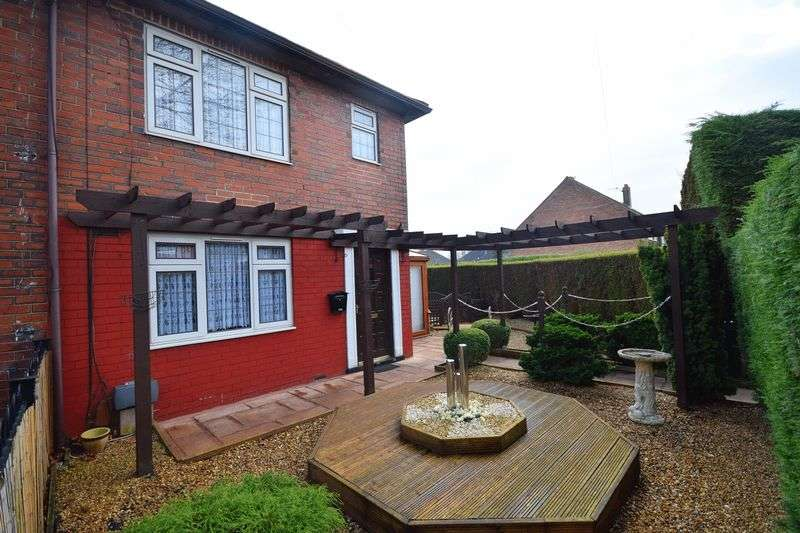 3 Bedrooms Detached House for sale in Newhouse Road, Bucknall