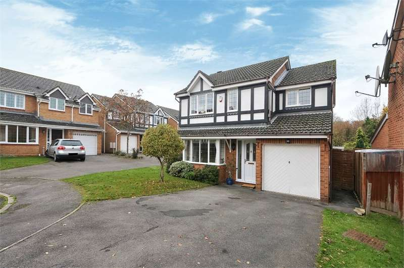 4 Bedrooms Detached House for sale in Wood Close, Basingstoke, RG22