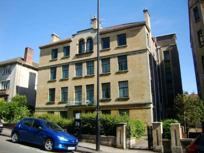 4 Bedrooms Flat for rent in Tyndalls Court, Tyndalls Park Road, Clifton, Bristol, BS8 1PW