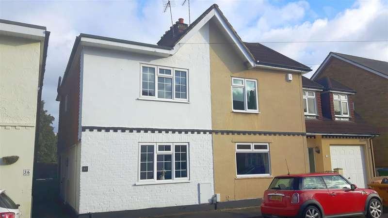 2 Bedrooms Property for sale in Primrose Road, Hersham, Walton-On-Thames