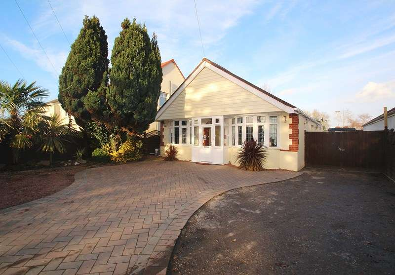 4 Bedrooms Detached Bungalow for sale in Fareham Road, Gosport