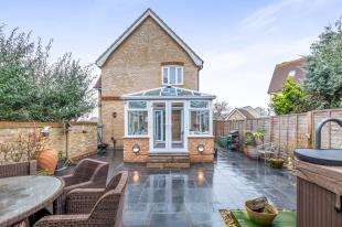 3 Bedrooms Detached House for sale in Partridge Drive, St Mary's Island, Chatham Maritime, Kent
