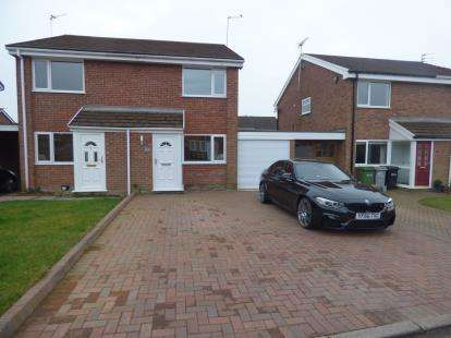 2 Bedrooms Semi Detached House for sale in Treen Close, Macclesfield, Cheshire