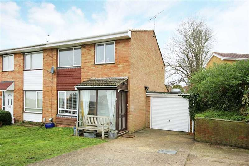 3 Bedrooms Property for sale in Poplar Walk, Farnham