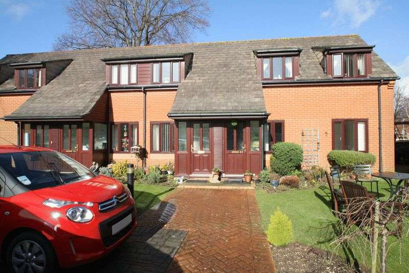 2 Bedrooms Retirement Property for sale in Courtlands, Lymington, SO41 9BJ
