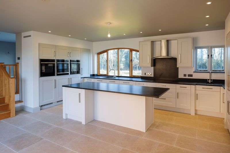 4 Bedrooms Detached House for sale in Stretton, Stafford